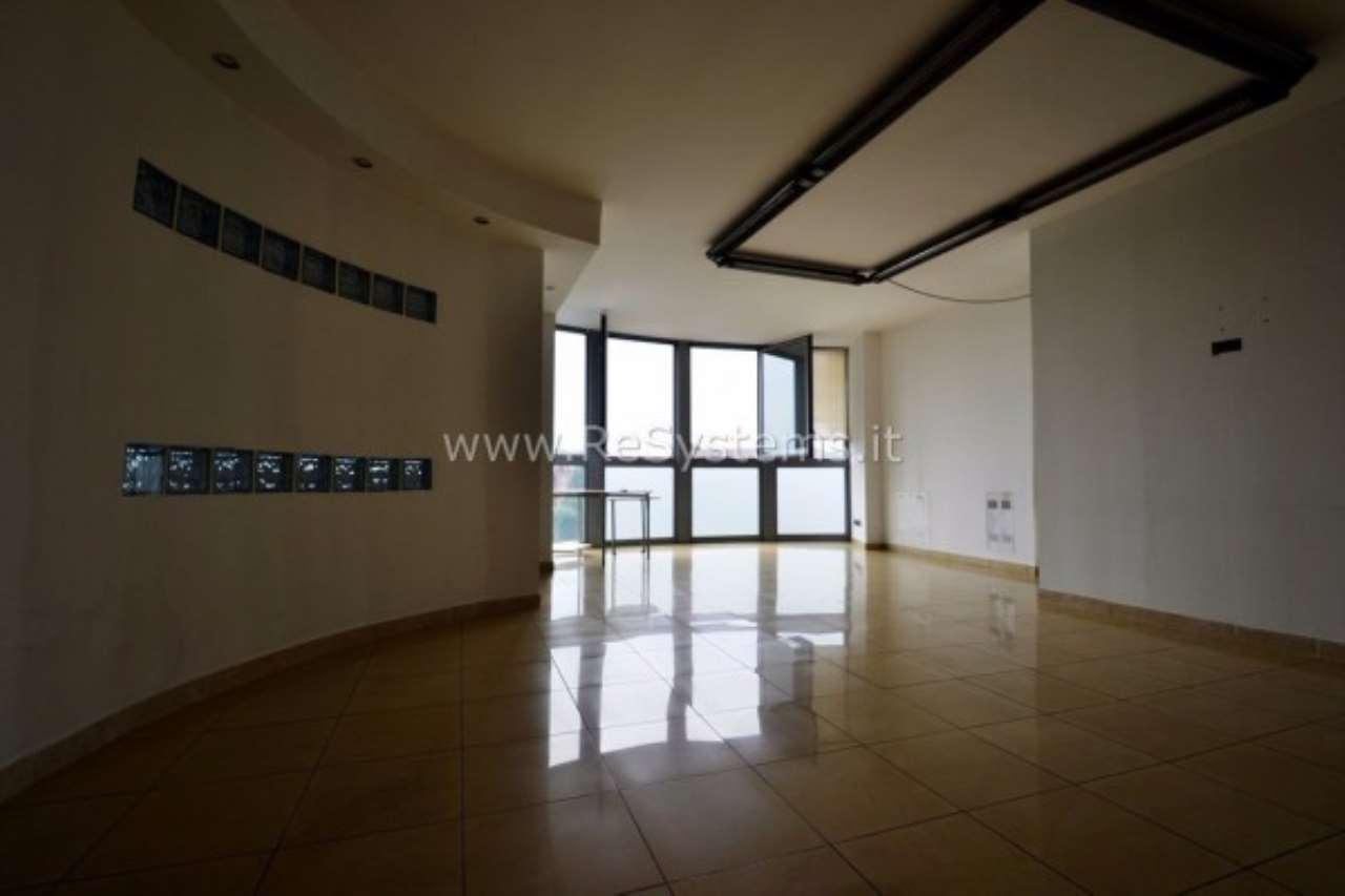 Ufficio / Studio in vendita a Bollate, 2 locali, prezzo € 179.000 | CambioCasa.it