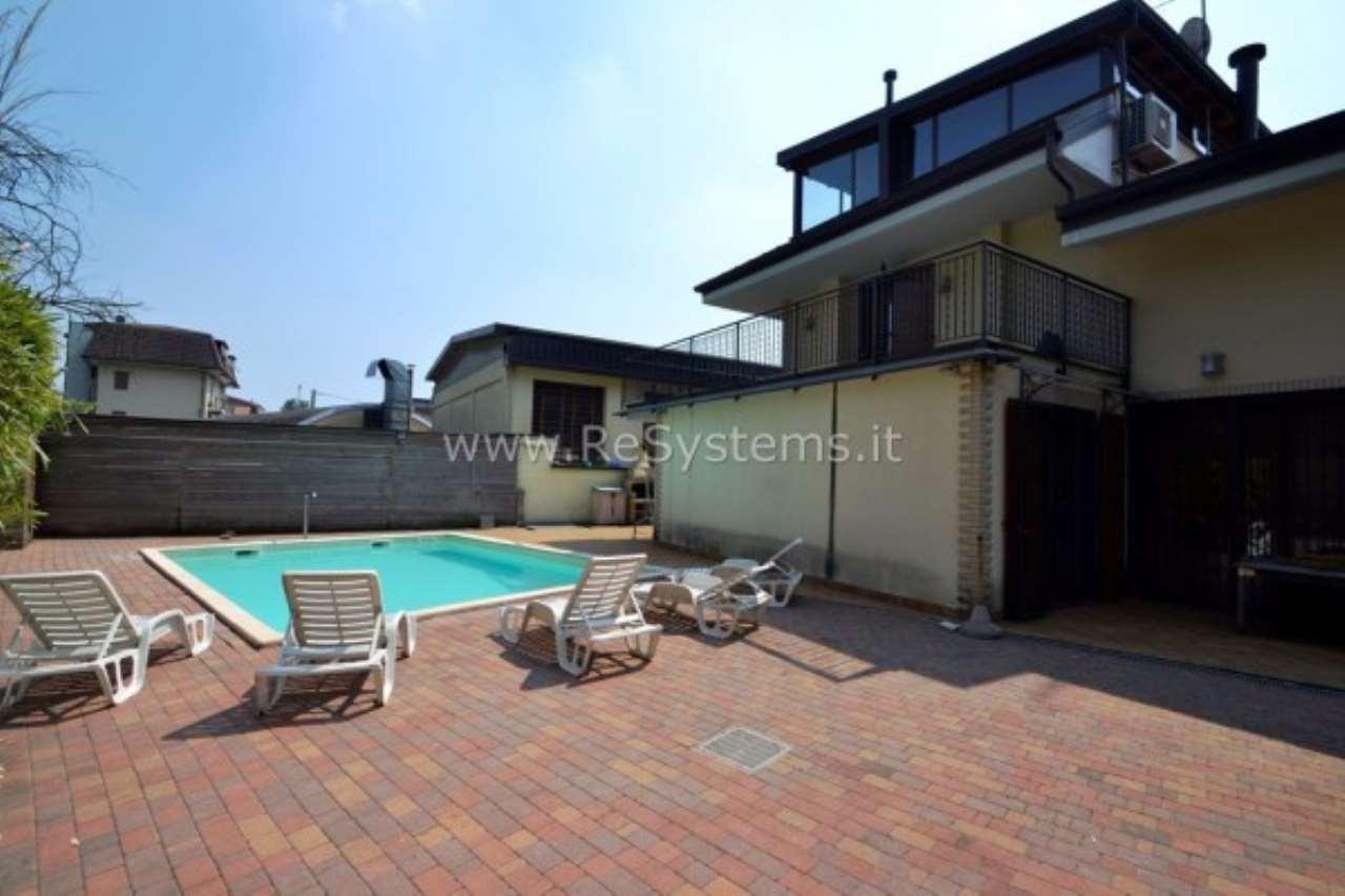 Villa in vendita a Bollate, 6 locali, prezzo € 599.000 | Cambio Casa.it