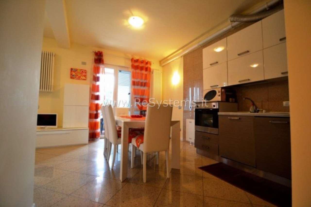 Appartamento in vendita a Ispra, 2 locali, prezzo € 109.000 | Cambio Casa.it