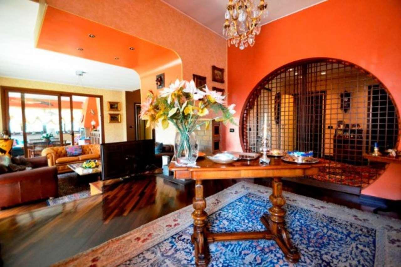 Villa in vendita a Bollate, 6 locali, prezzo € 890.000 | CambioCasa.it