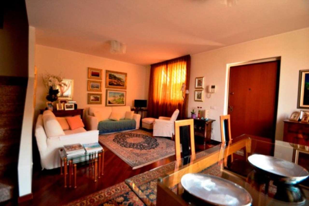 Villa in vendita a Rho, 5 locali, prezzo € 460.000 | CambioCasa.it
