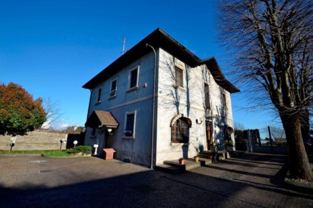 Villa in vendita a Cormano, 6 locali, prezzo € 990.000 | CambioCasa.it
