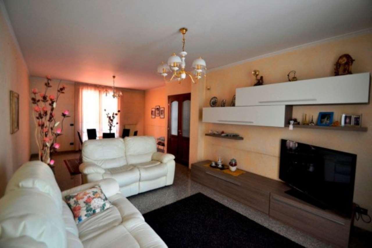 Villa in vendita a Bollate, 5 locali, prezzo € 585.000 | CambioCasa.it