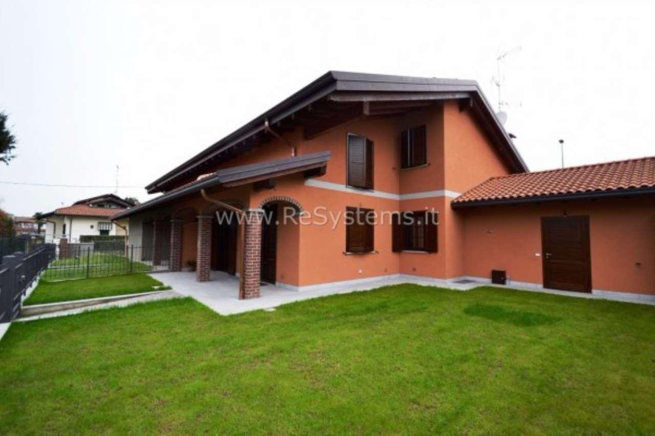 Villa in vendita a Somma Lombardo, 6 locali, prezzo € 325.000 | Cambio Casa.it