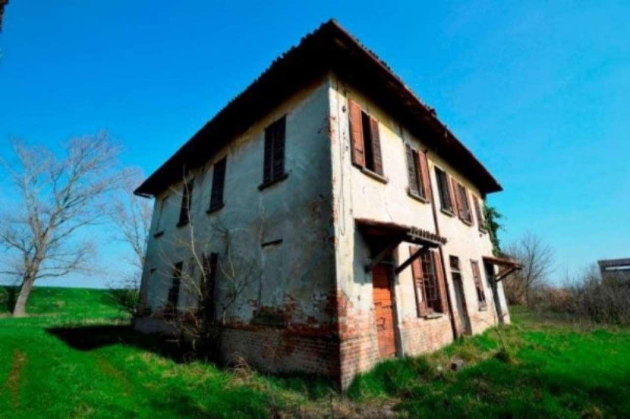 Rustico / Casale in vendita a Bastida Pancarana, 6 locali, prezzo € 290.000 | CambioCasa.it