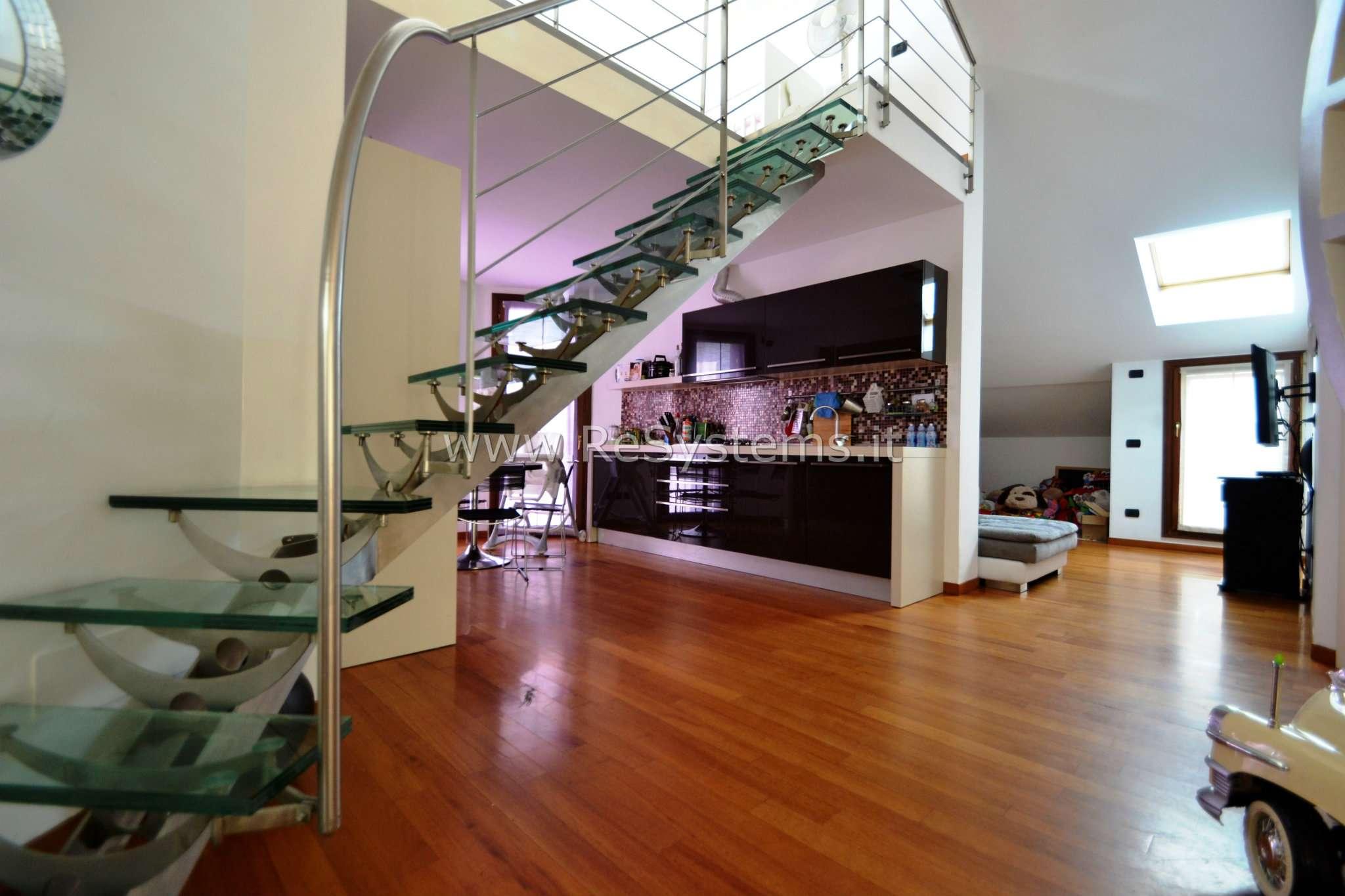 Attico / Mansarda in vendita a Senago, 3 locali, prezzo € 310.000 | CambioCasa.it