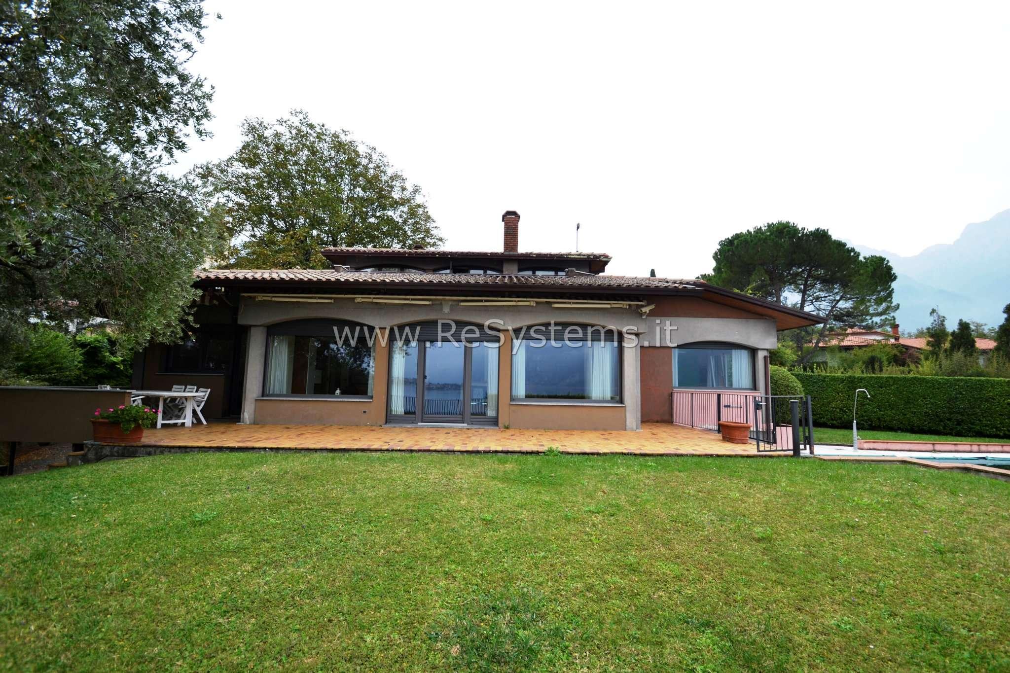 Villa in Vendita a Abbadia Lariana