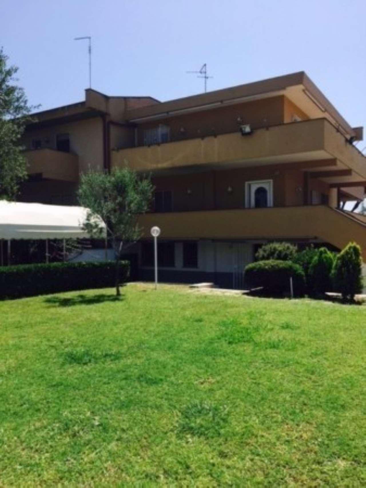 Villa in affitto a Roma, 5 locali, zona Zona: 38 . Acilia, Vitinia, Infernetto, Axa, Casal Palocco, Madonnetta, prezzo € 3.700   CambioCasa.it
