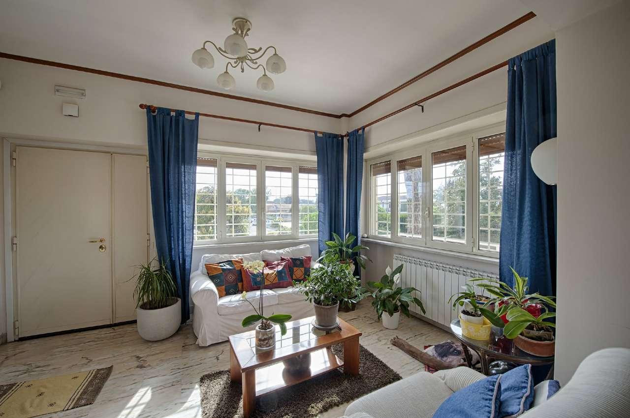Palazzo / Stabile in vendita a Roma, 6 locali, zona Zona: 38 . Acilia, Vitinia, Infernetto, Axa, Casal Palocco, Madonnetta, prezzo € 675.000 | Cambio Casa.it
