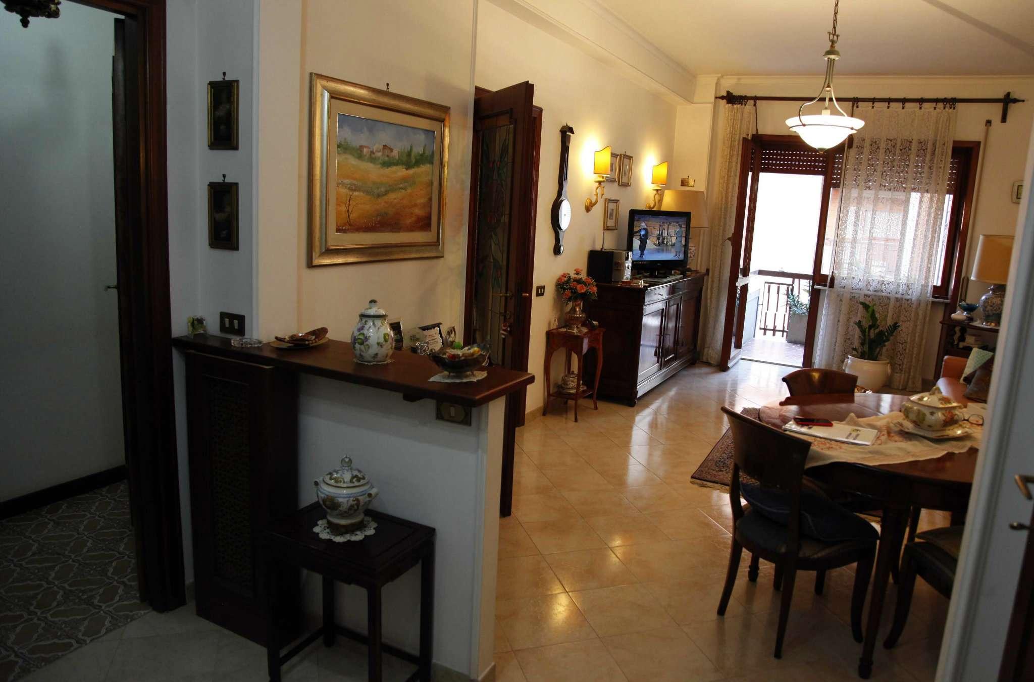 Appartamento in vendita 5 vani 125 mq.  via carlo del greco Roma