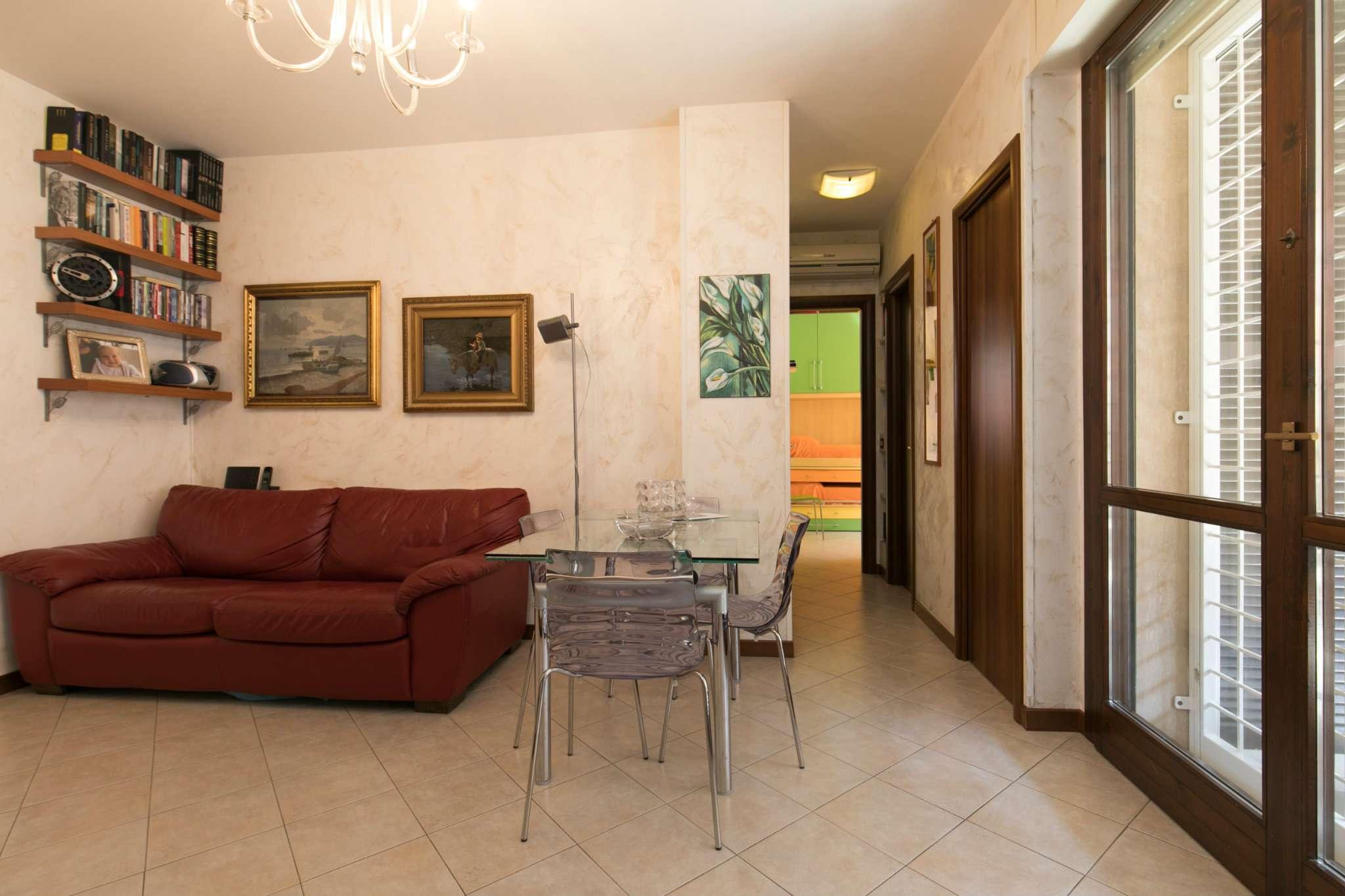 Appartamento in vendita 3 vani 65 mq.  via olivares Roma
