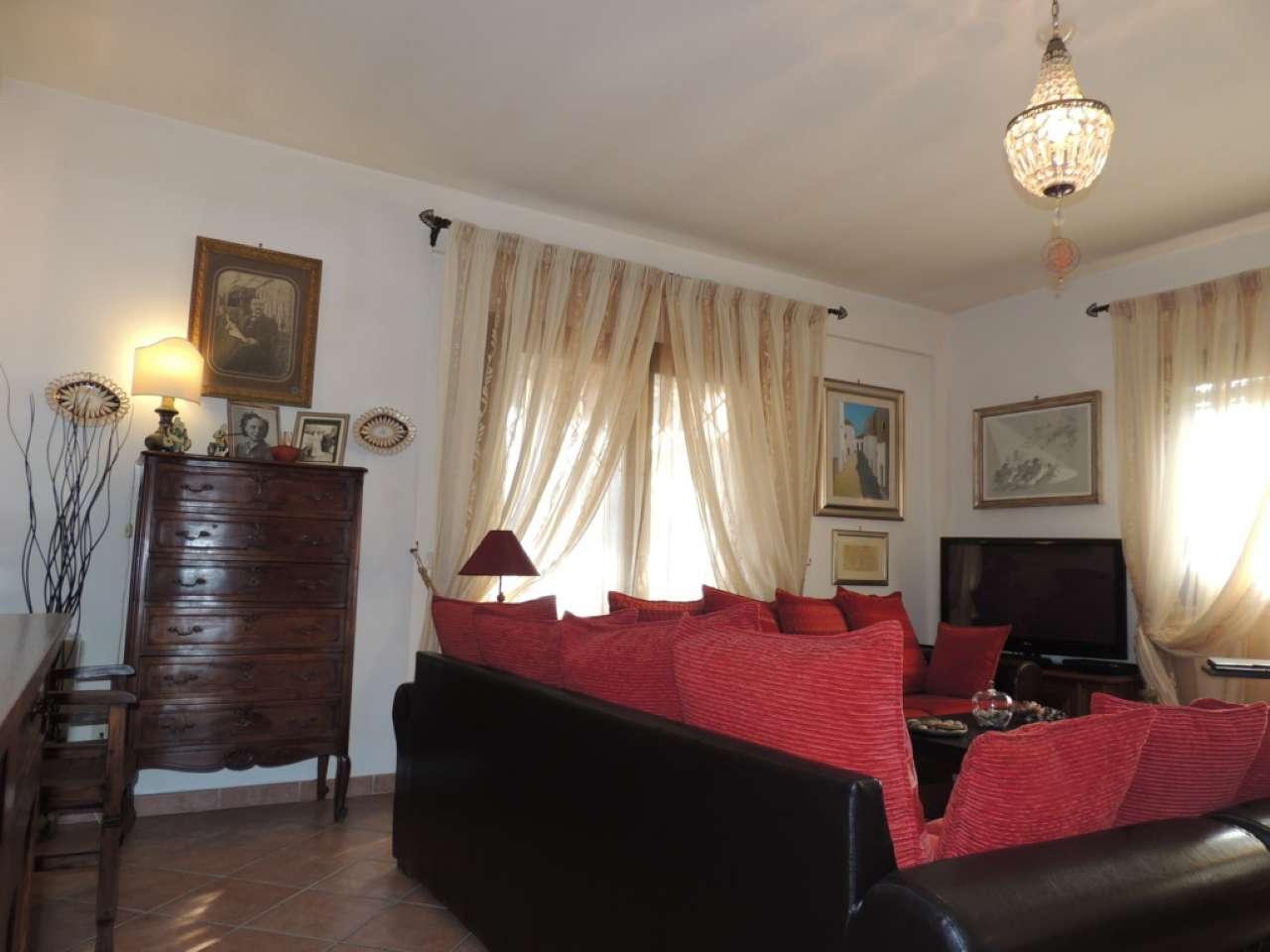 Villa in vendita 5 vani 160 mq.  via ponte gardena Roma