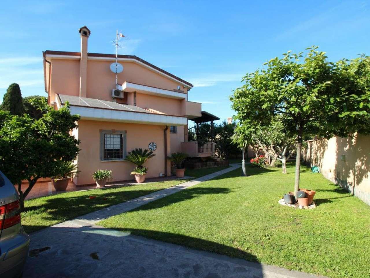 Villa Bifamiliare in vendita 5 vani 185 mq.  via  Alessandro Rolla Roma