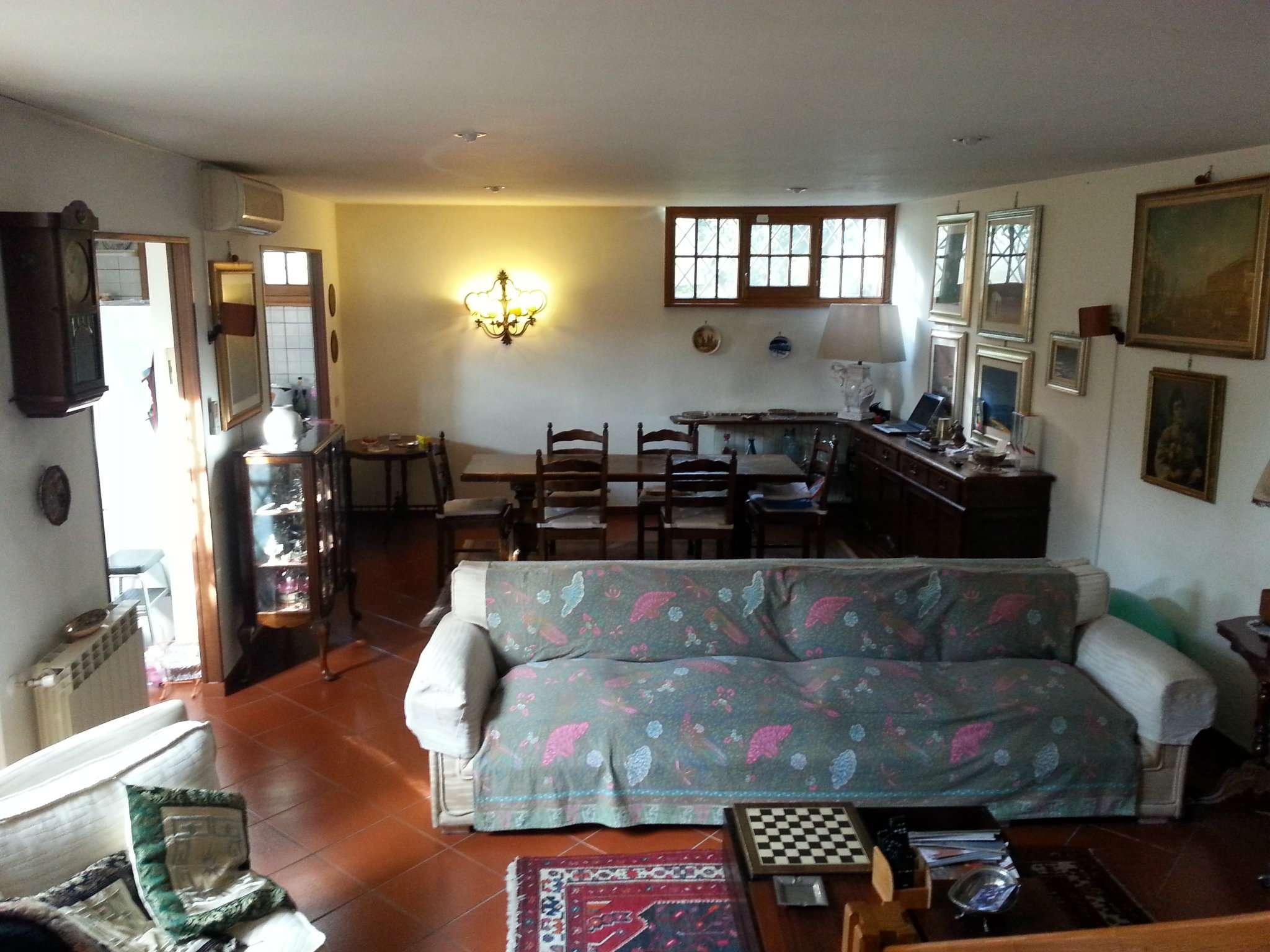Villa Trifamiliare in vendita 5 vani 160 mq.  via Padre Perilli Roma
