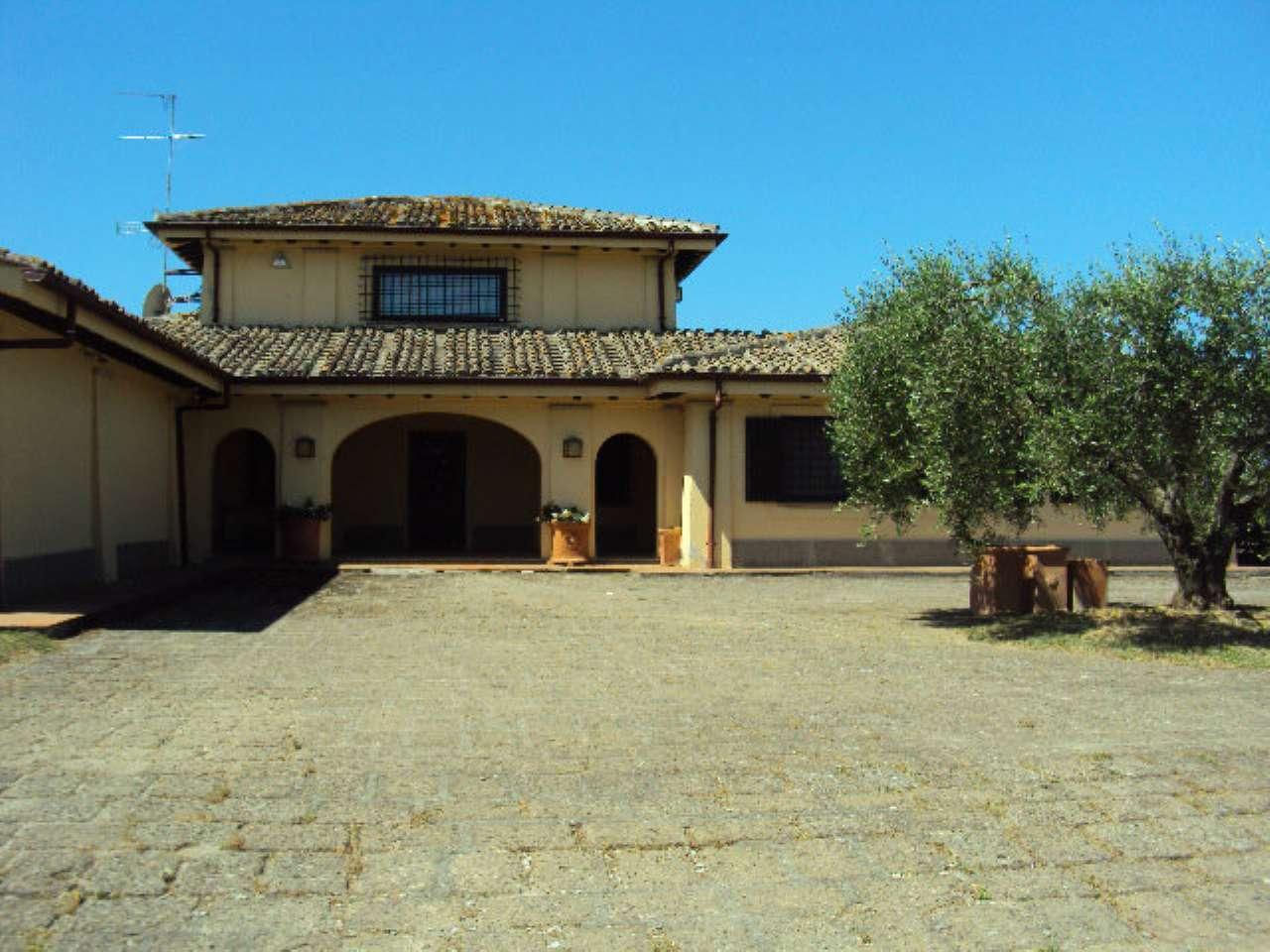 Villa mazzano romano vendita 600 mq riscaldamento autonomo for Costo piscina seminterrato