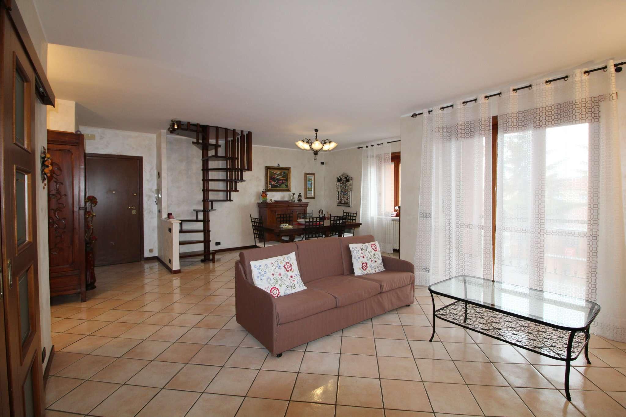 Appartamento in vendita a None, 6 locali, prezzo € 235.000 | CambioCasa.it