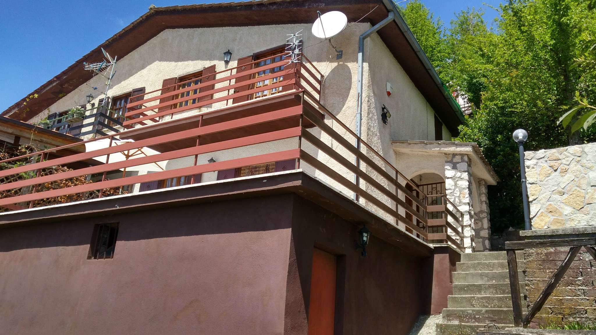 Villa Bifamiliare in vendita a Serrone, 9999 locali, prezzo € 52.000 | CambioCasa.it