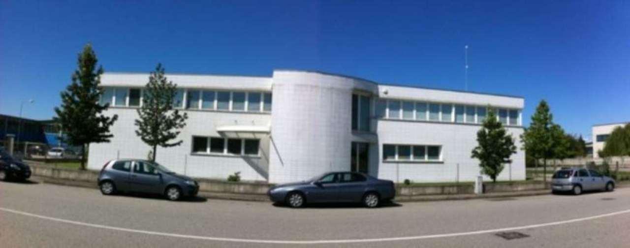Ufficio / Studio in affitto a Caltignaga, 5 locali, Trattative riservate | CambioCasa.it