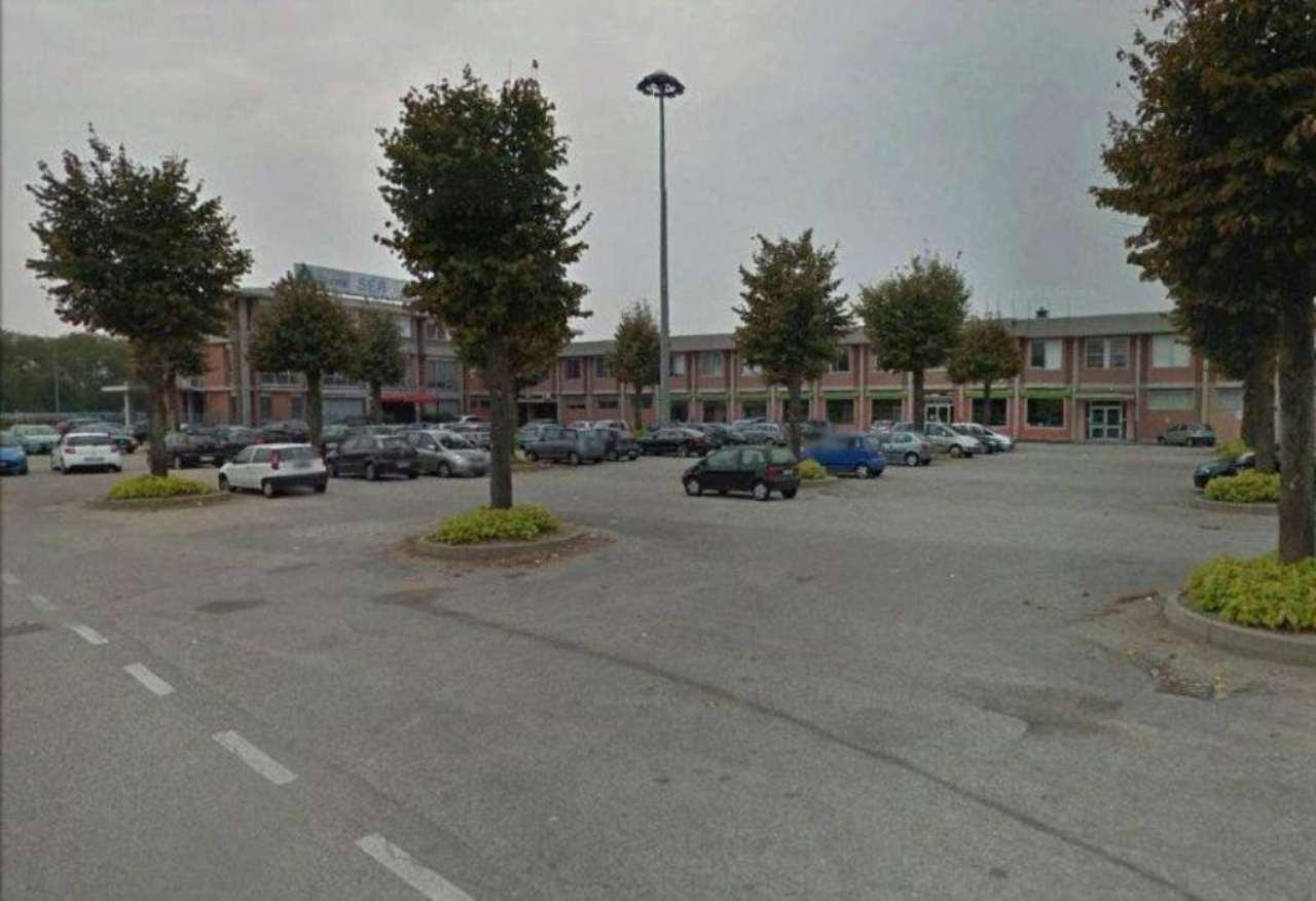 Negozio / Locale in affitto a Cameri, 5 locali, prezzo € 380.000 | CambioCasa.it
