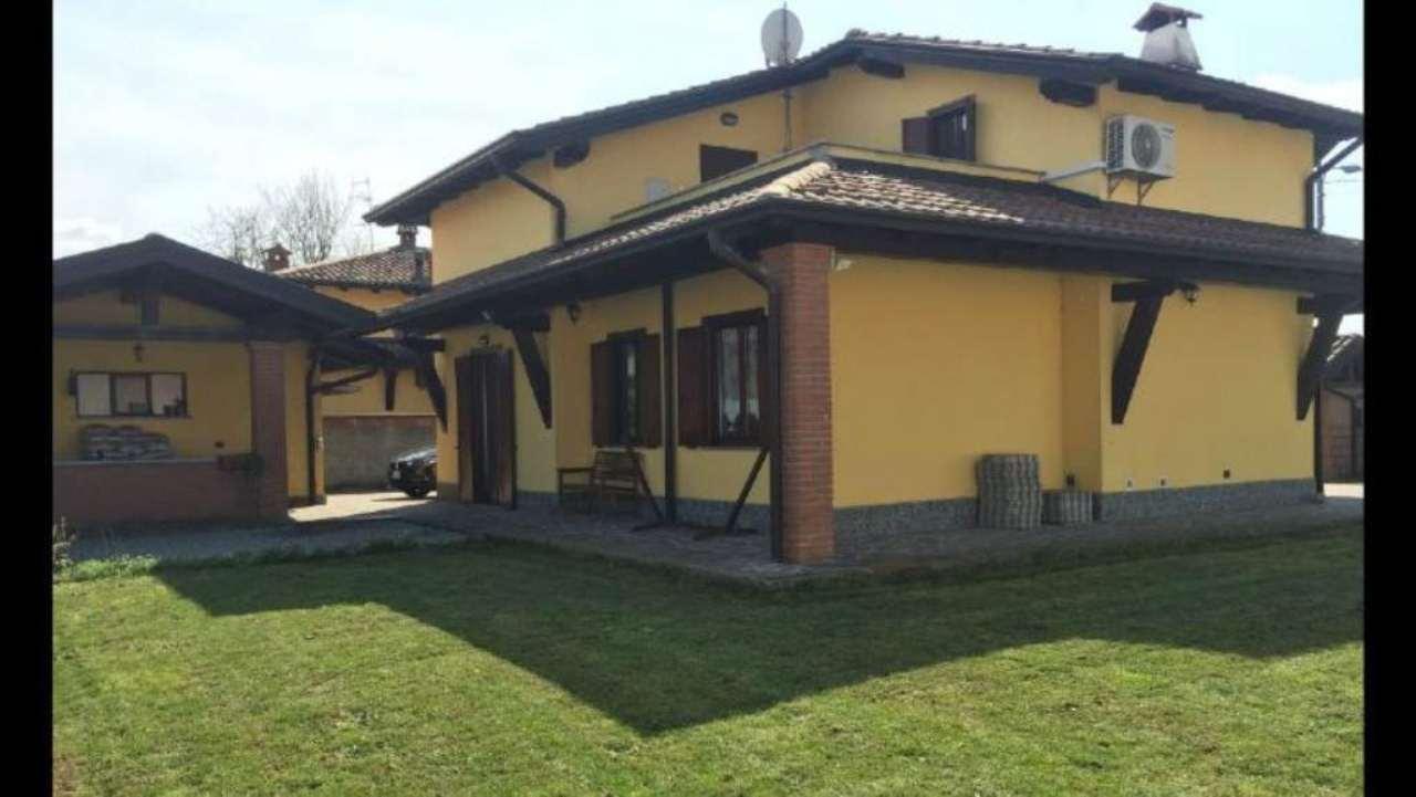 Villa in vendita a Casalbeltrame, 6 locali, prezzo € 230.000 | CambioCasa.it