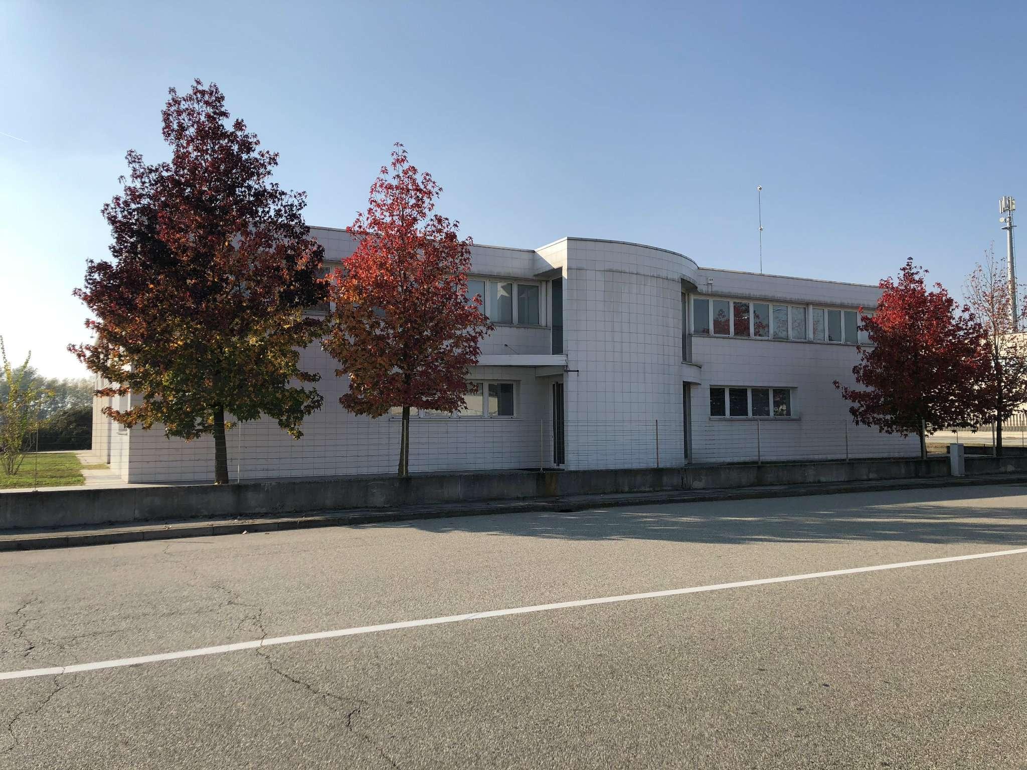 Ufficio / Studio in affitto a Caltignaga, 5 locali, prezzo € 700 | CambioCasa.it