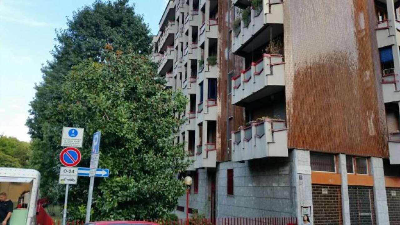 Bilocale Milano Via Dolomiti 1