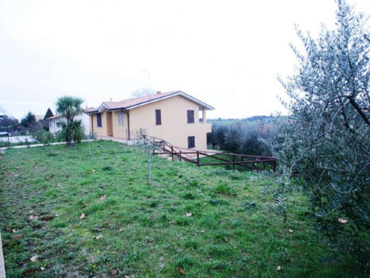 Soluzione Indipendente in vendita a Potenza Picena, 5 locali, prezzo € 265.000 | Cambio Casa.it