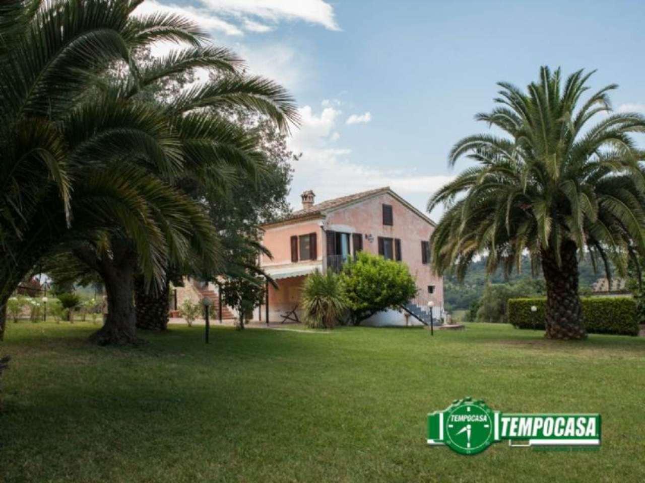 Villa in vendita a Civitanova Marche, 5 locali, prezzo € 490.000 | Cambio Casa.it