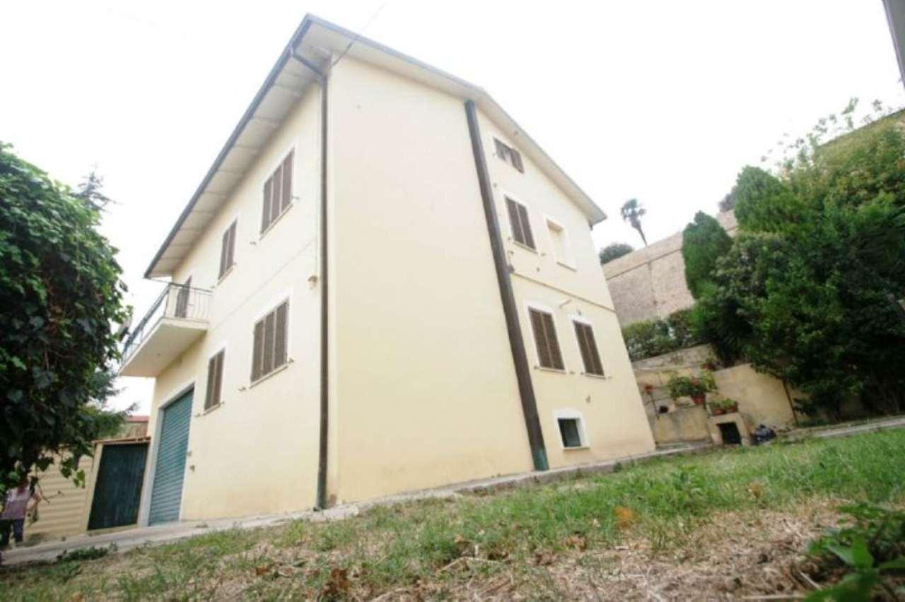 Soluzione Indipendente in vendita a Civitanova Marche, 7 locali, prezzo € 240.000 | Cambio Casa.it