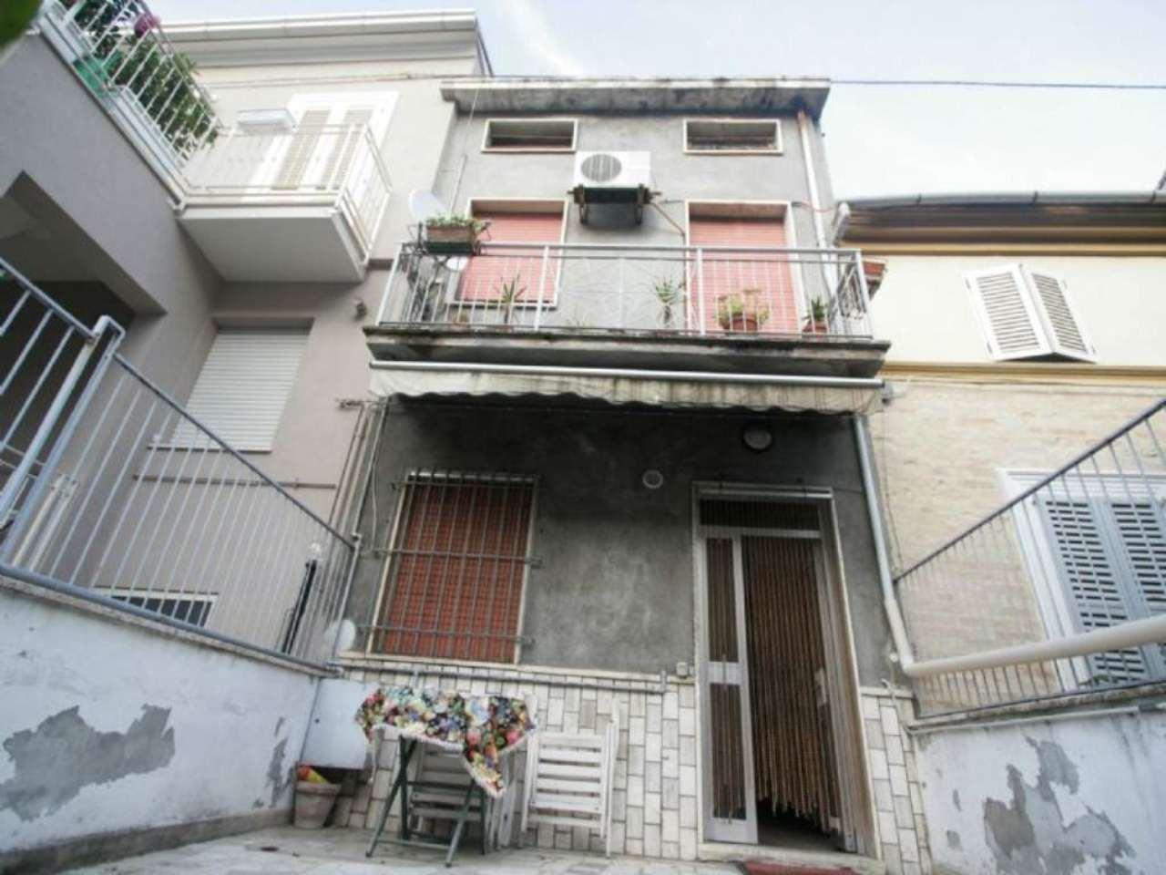 Soluzione Indipendente in vendita a Civitanova Marche, 5 locali, prezzo € 215.000 | Cambio Casa.it