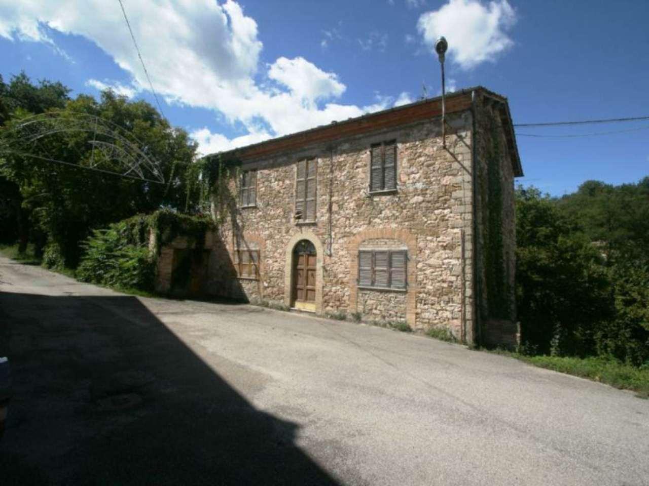 Palazzo / Stabile in vendita a Fiastra, 10 locali, prezzo € 55.000 | Cambio Casa.it