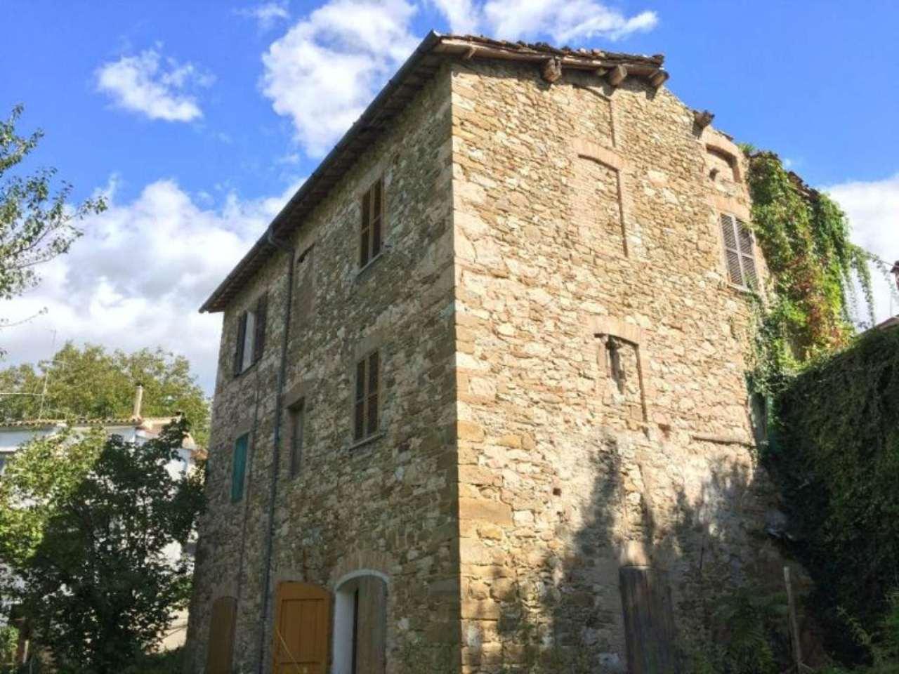 Palazzo / Stabile in vendita a Fiastra, 10 locali, prezzo € 55.000 | CambioCasa.it