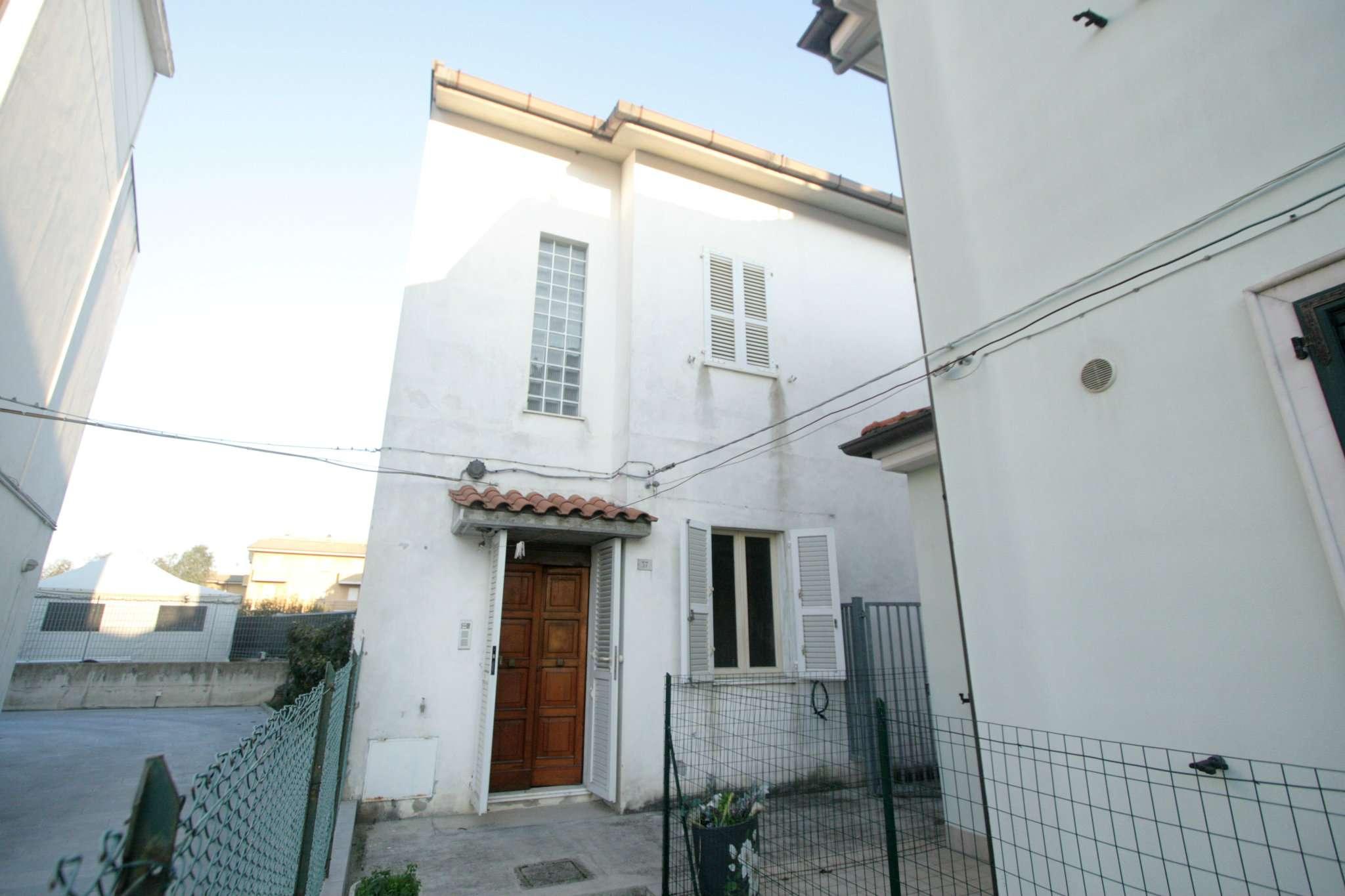 Soluzione Indipendente in vendita a Civitanova Marche, 5 locali, prezzo € 222.000 | Cambio Casa.it