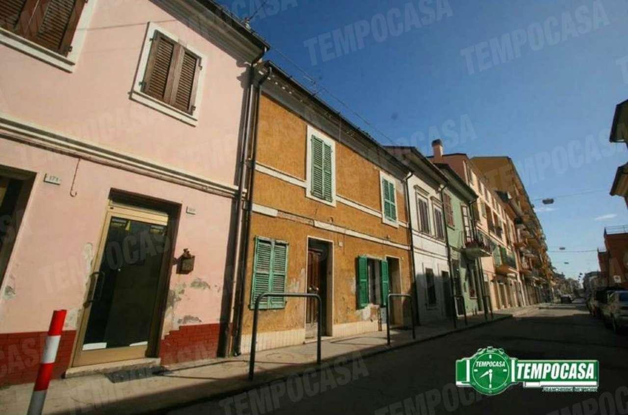 Palazzo / Stabile in vendita a Civitanova Marche, 3 locali, prezzo € 170.000 | Cambio Casa.it