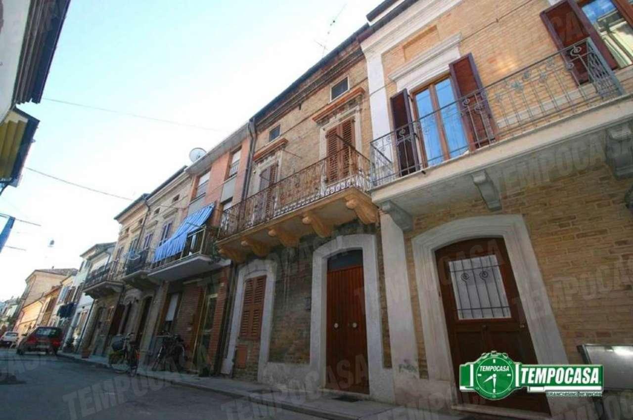 Palazzo / Stabile in vendita a Civitanova Marche, 4 locali, prezzo € 220.000 | Cambio Casa.it