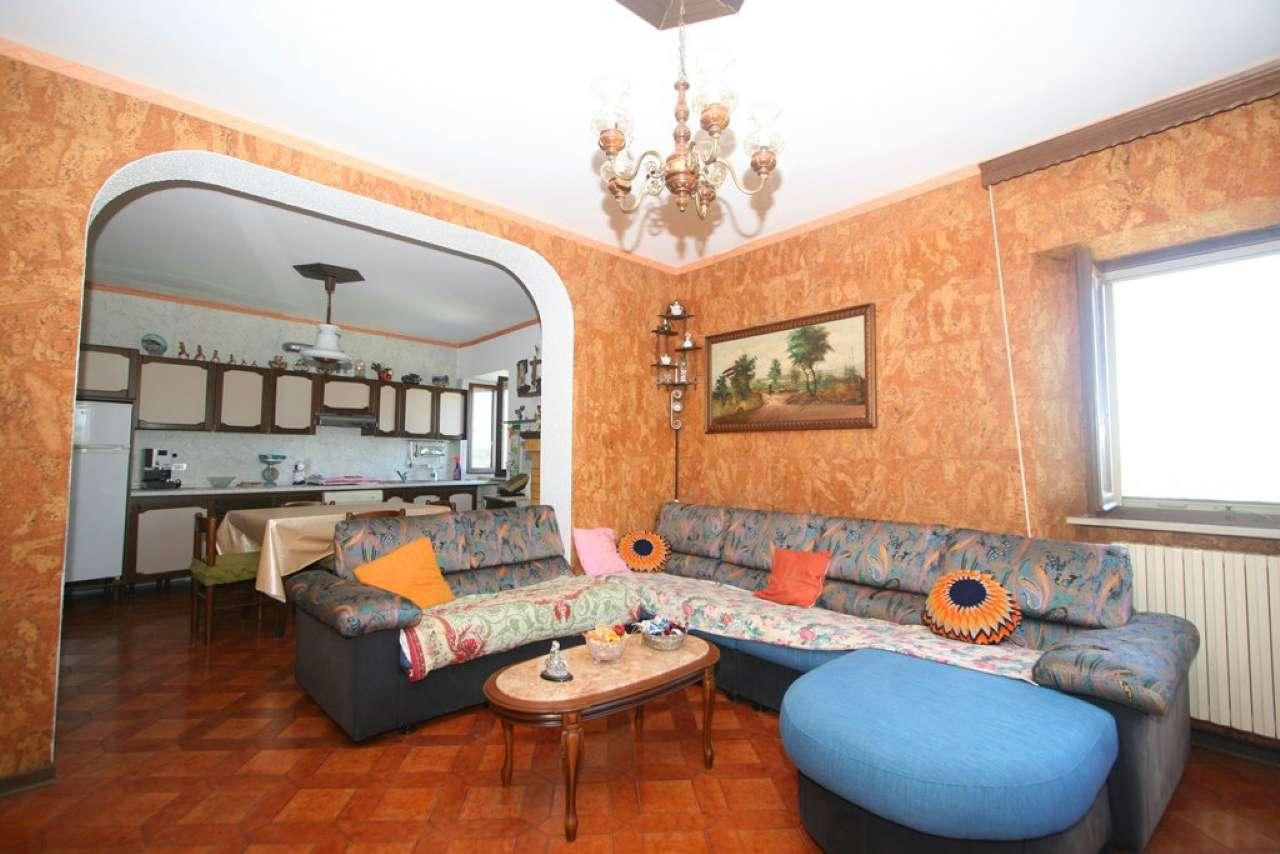 Palazzo / Stabile in vendita a Civitanova Marche, 4 locali, prezzo € 139.000   CambioCasa.it