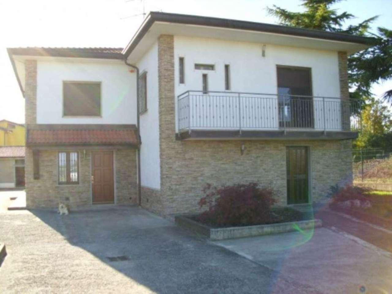 Villa in vendita a Isso, 3 locali, prezzo € 295.000 | Cambio Casa.it