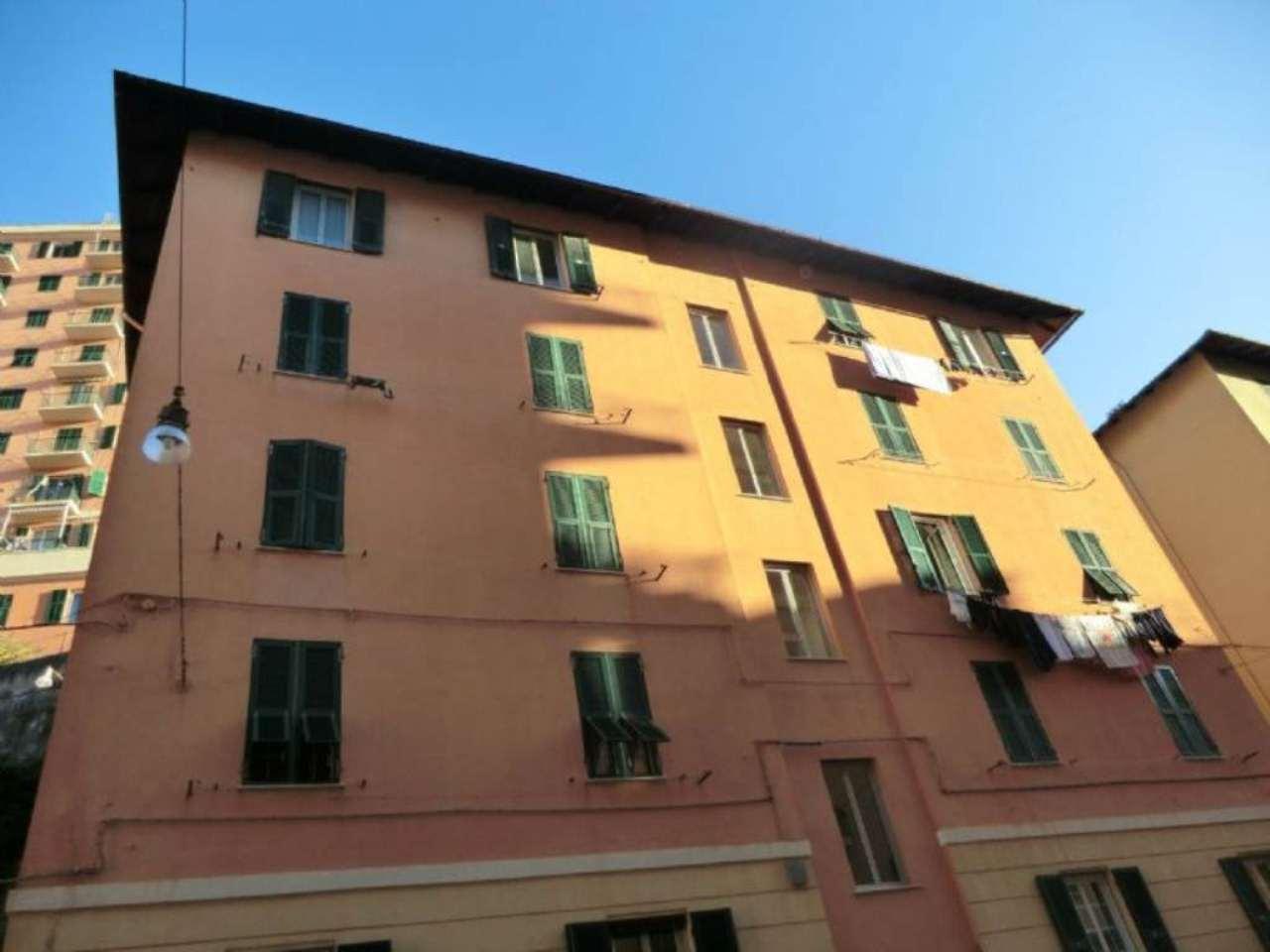 Bilocale Genova Via Ponza 1