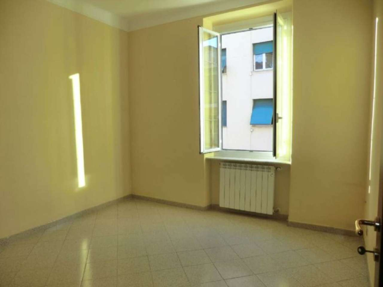 Bilocale Genova Via Ponza 3