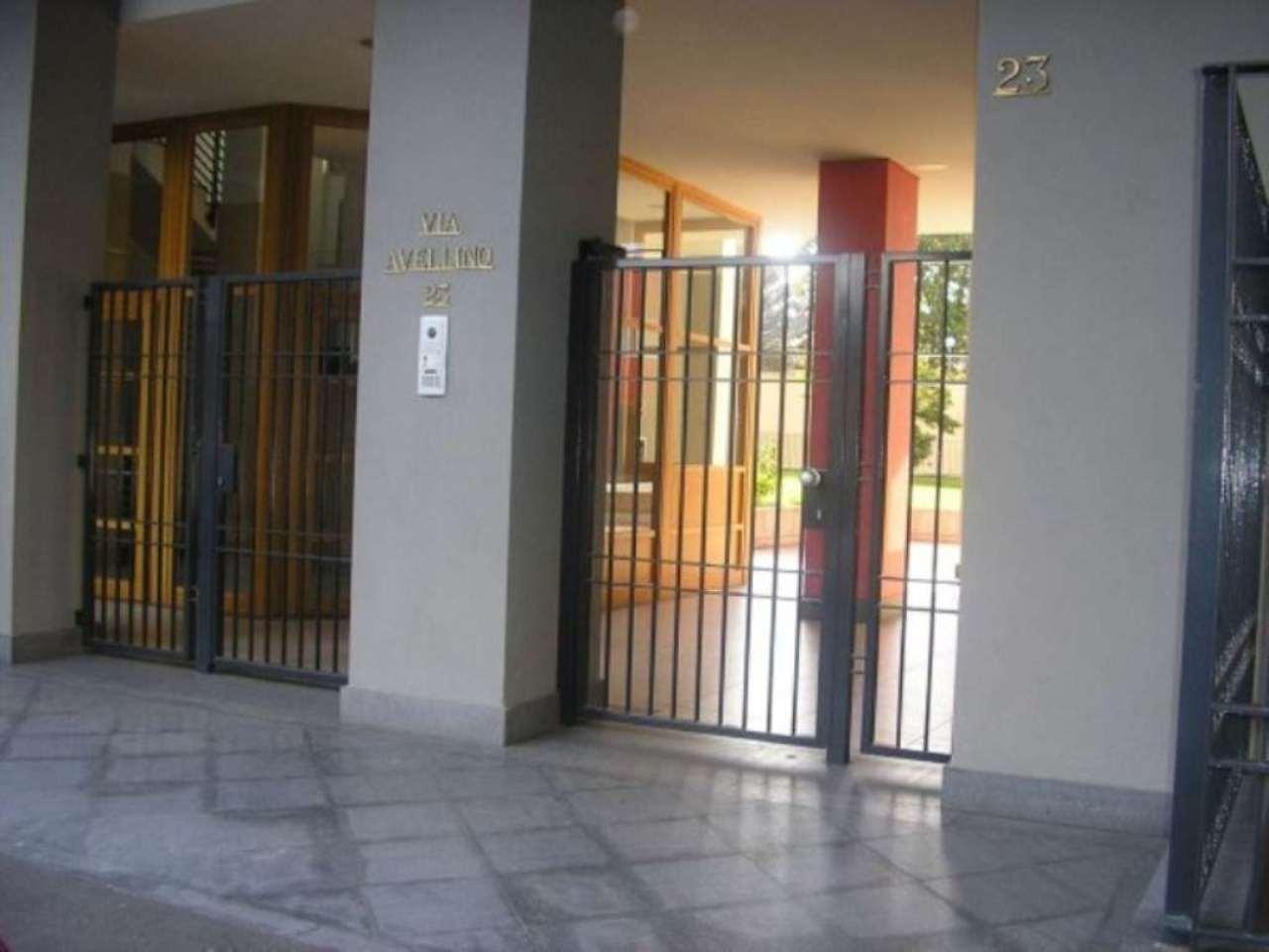 Bilocale Torino Via Avellino 8