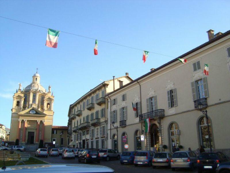 Appartamento in affitto a Chieri, 8 locali, prezzo € 1.000 | Cambio Casa.it