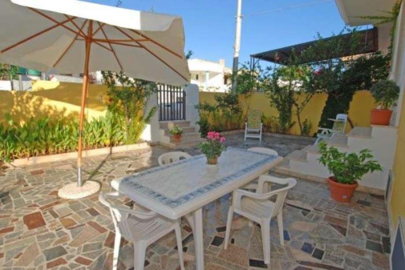 Villa a Schiera in affitto a Morciano di Leuca, 3 locali, prezzo € 200 | Cambio Casa.it