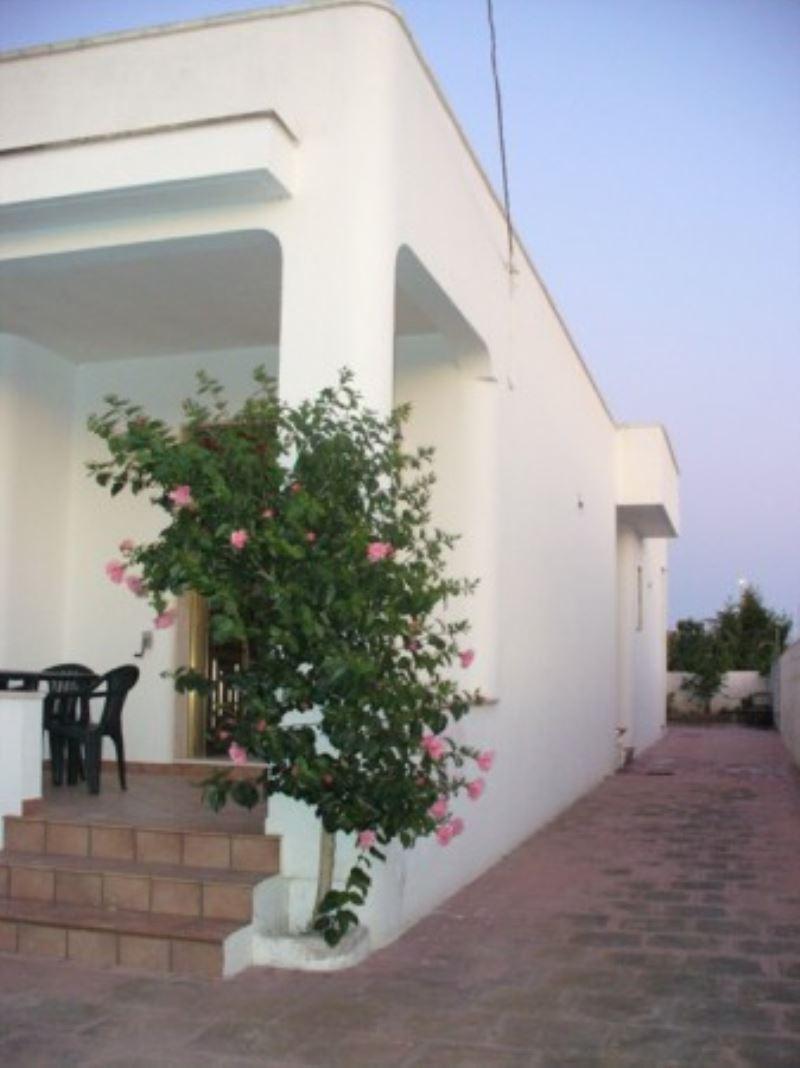 Villa in affitto a Taviano, 4 locali, prezzo € 300 | Cambio Casa.it