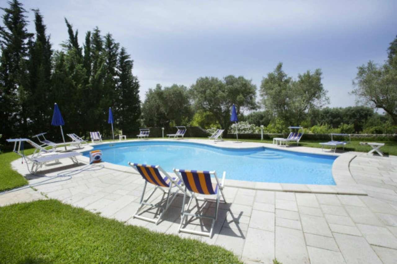Villa in vendita a Matino, 7 locali, prezzo € 350.000 | Cambio Casa.it