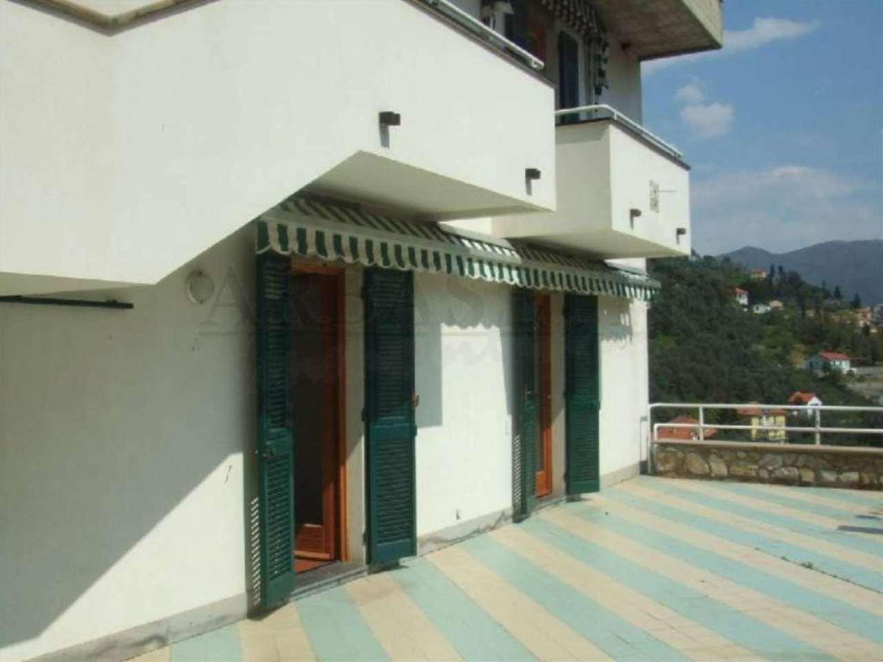 Soluzione Indipendente in vendita a Castiglione Chiavarese, 12 locali, prezzo € 270.000   Cambio Casa.it