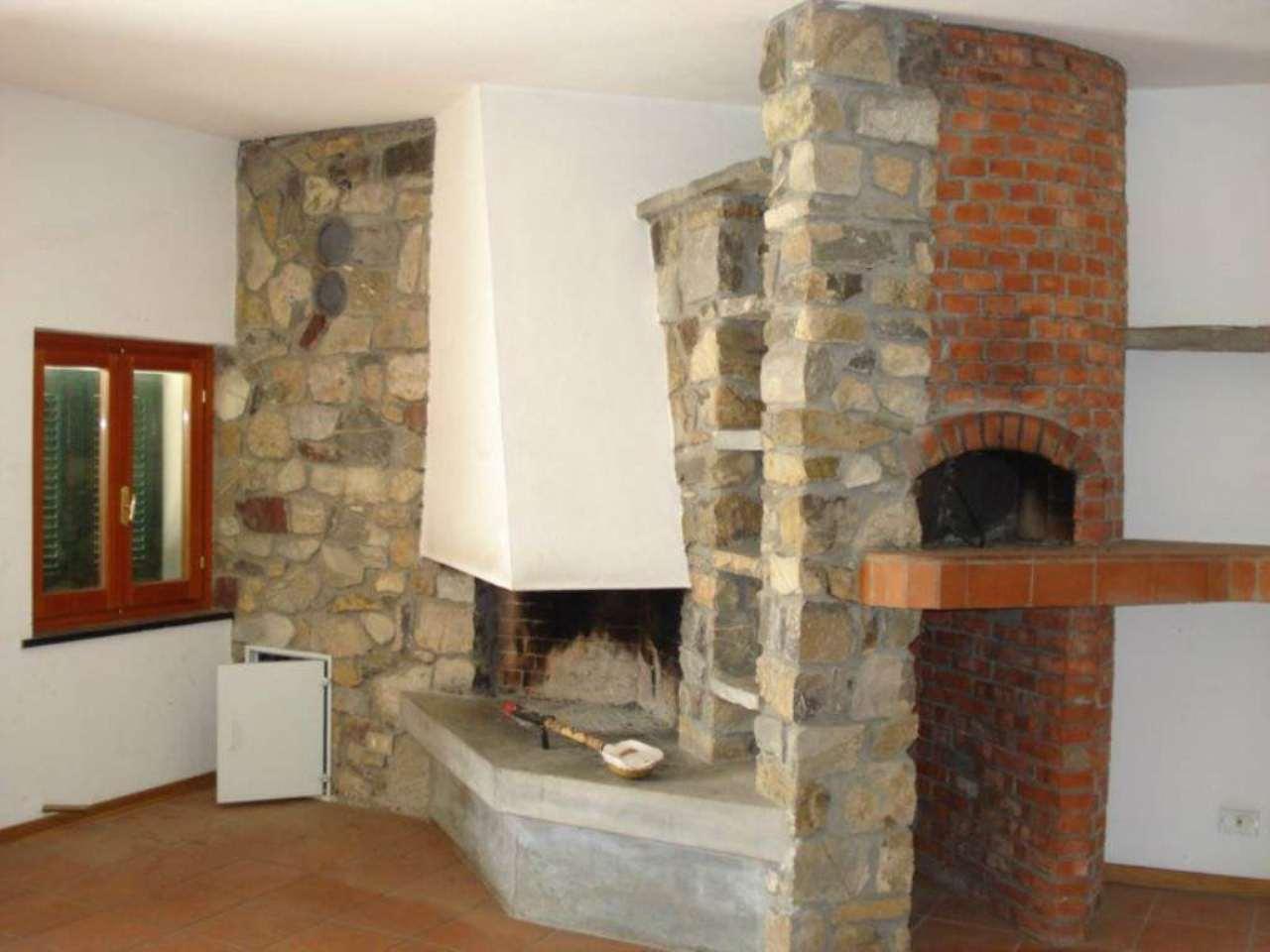 Appartamento in vendita a Castiglione Chiavarese, 5 locali, prezzo € 150.000   Cambio Casa.it