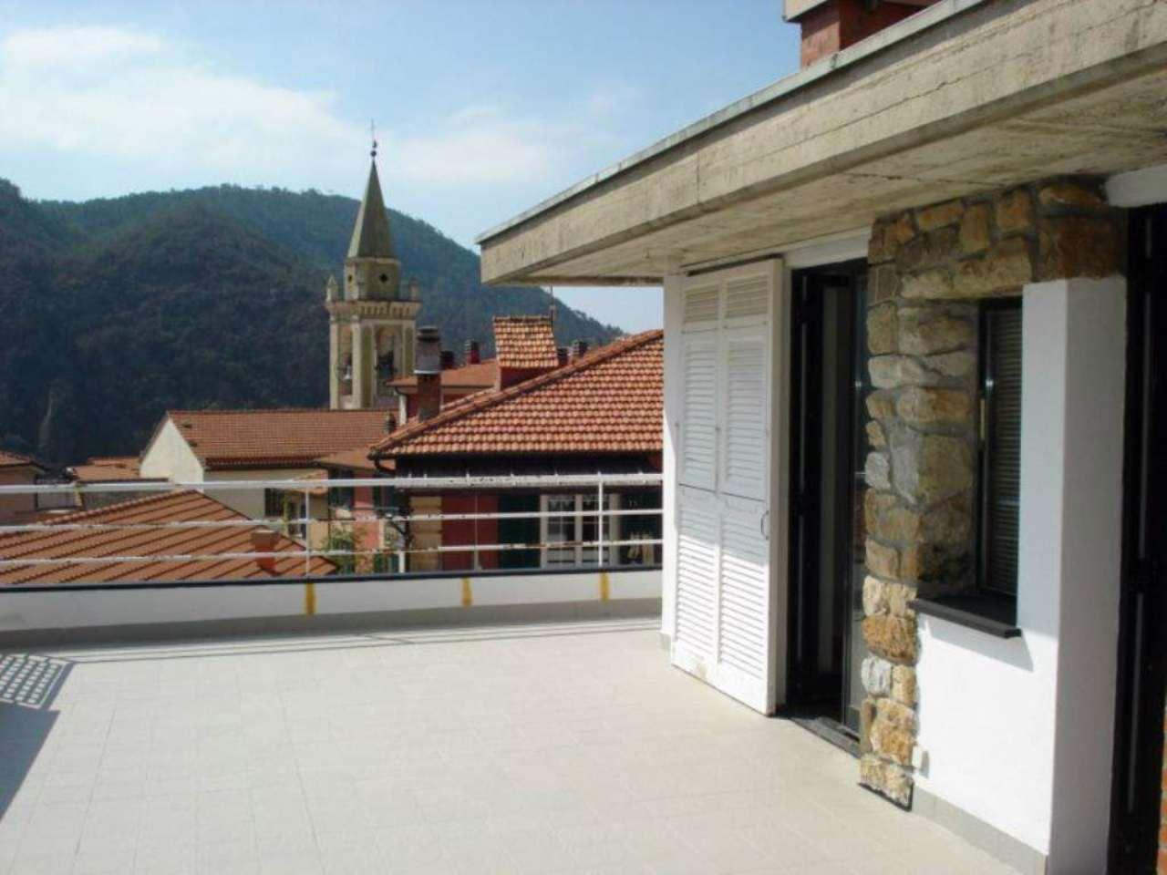 Soluzione Indipendente in vendita a Castiglione Chiavarese, 12 locali, prezzo € 270.000 | Cambio Casa.it