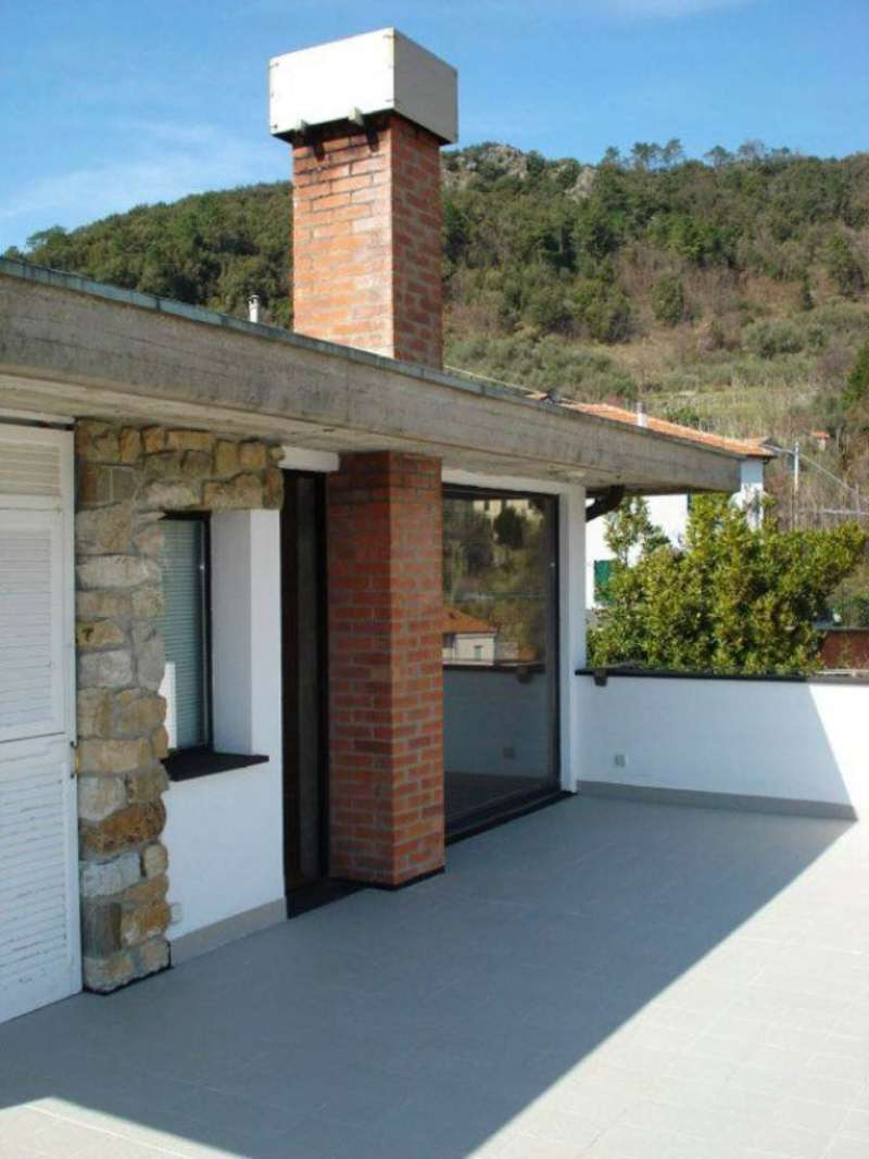 Appartamento in vendita a Castiglione Chiavarese, 8 locali, prezzo € 230.000 | Cambio Casa.it