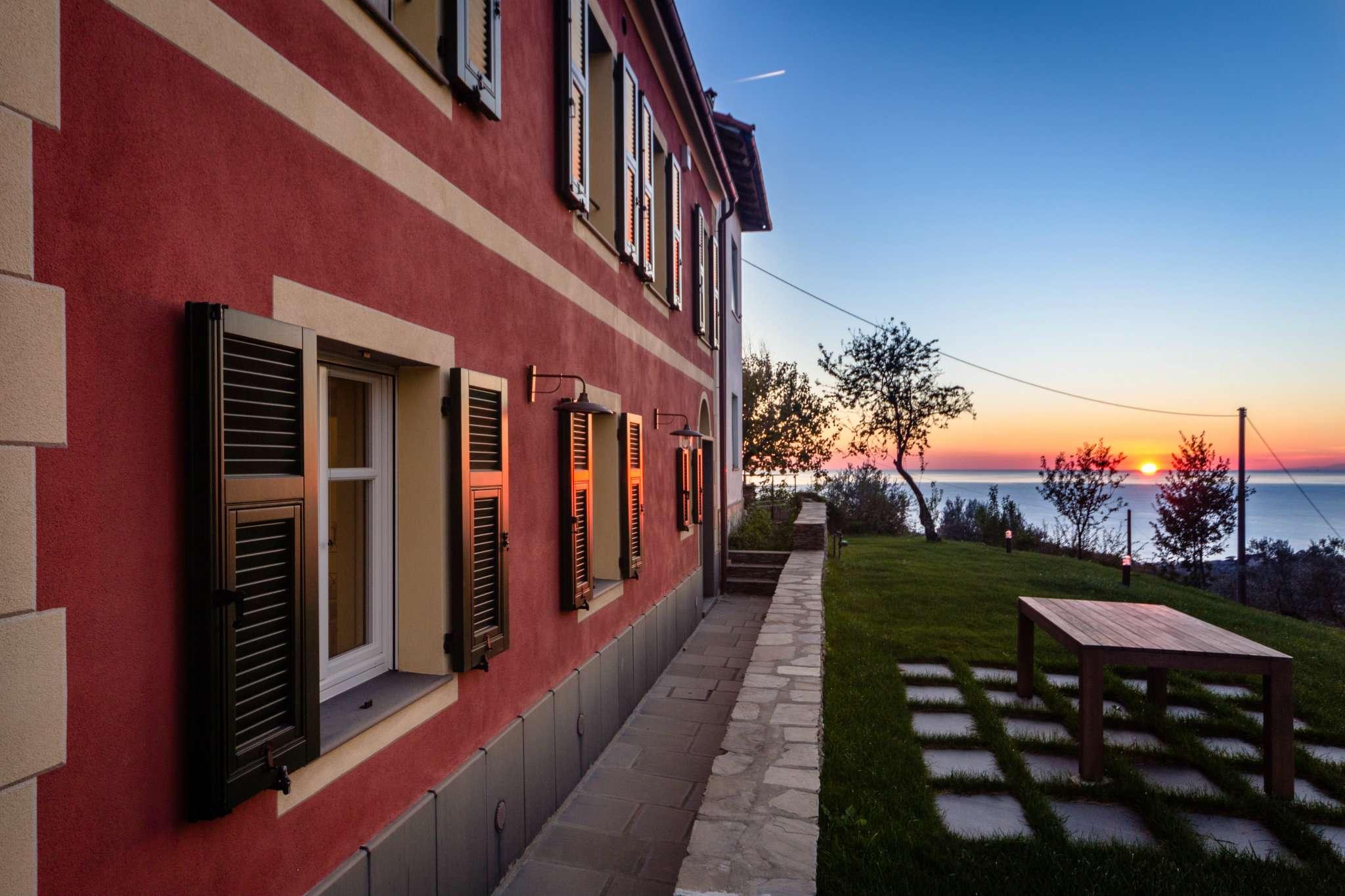 Villa in vendita a Lavagna, 8 locali, Trattative riservate | CambioCasa.it