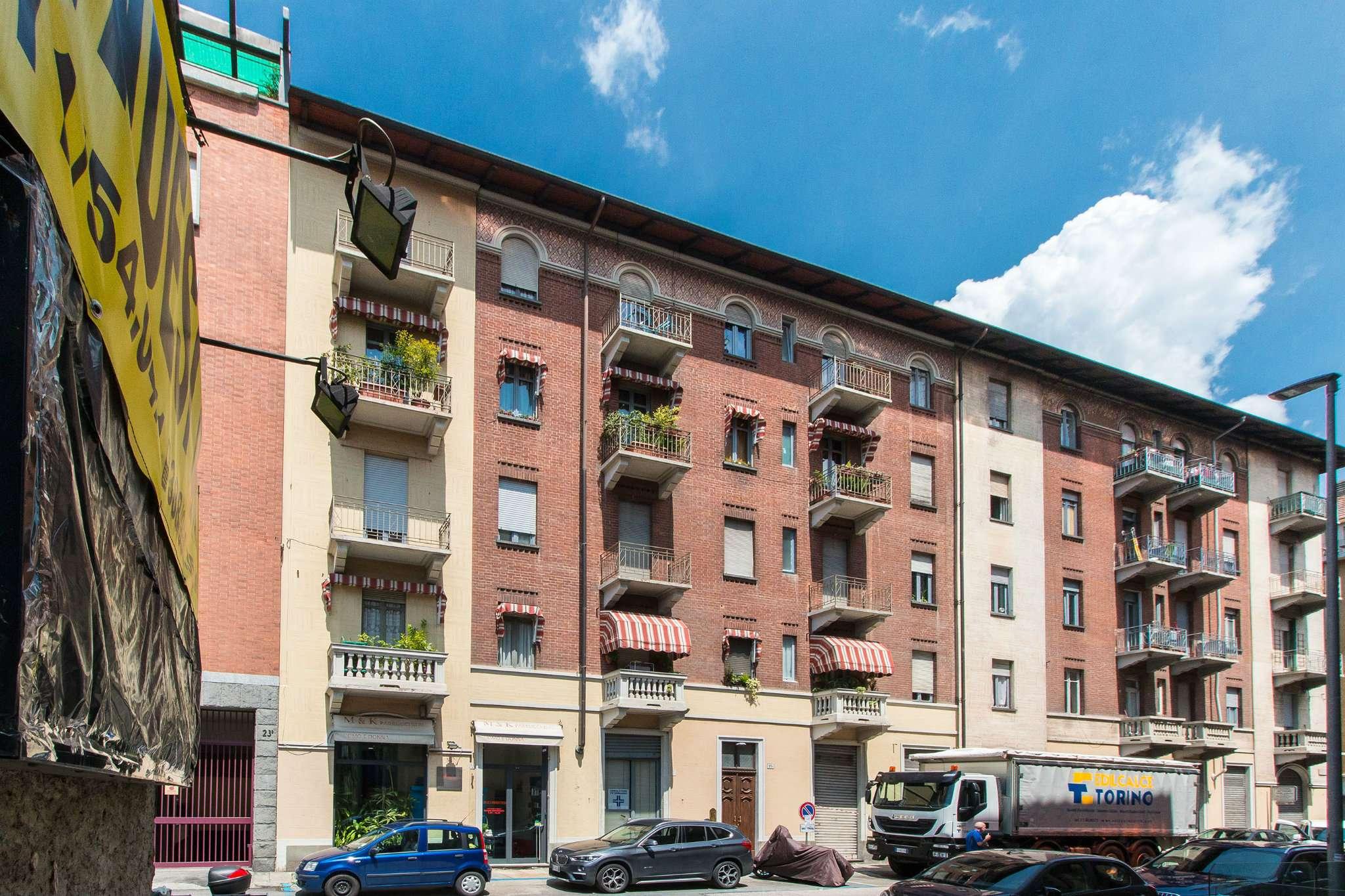 Immagine immobiliare Vicinanze ospedale Molinette Via Cellini, adiacenze corso Massimo d'Azeglio, proponiamo appartamento in stabile d'epoca signorile, totalmente rivisto e restaurato nelle parti comuni, sito al 2° piano con ascensore, totalmente...